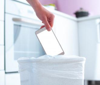 """Saiba os riscos de jogar seu smartphone e outros aparelhos no """"lixo"""""""