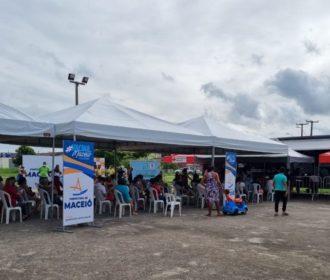 Ônibus da vacina estaciona na Ponta da Terra neste sábado (19)