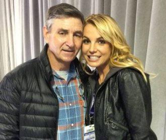 Pai chamou Britney Spears de gorda, vadia e péssima mãe ao obter tutela, revela amiga da família
