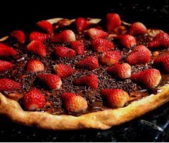 Dia do Chocolate e da Pizza: saiba como aproveitar sem exagerar