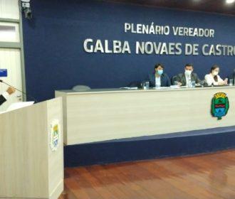 Casal marca presença na Câmara de Vereadores e destaca investimento de R$ 500 milhões em Maceió