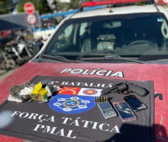 Homem é preso com arma e drogas no Benedito Bentes