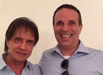 'Agradeço o amor e carinho', diz Roberto Carlos após morte do filho