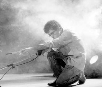 Hoje é Dia: 25 anos sem Renato Russo; conheça esse ídolo do rock